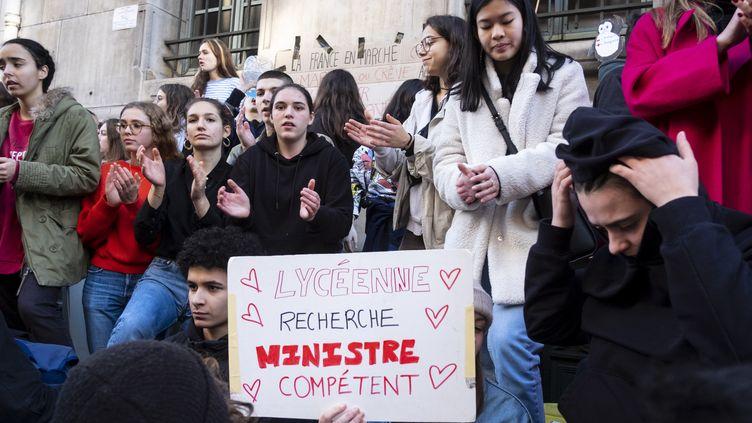 Le blocage du lycée Louis-le-Grand par ses élèves, qui demandent le retrait de la réforme des retraites et de la reforme du baccalauréat, à Paris, le 16 janvier 2020. (NICOLAS PORTNOI / HANS LUCAS)