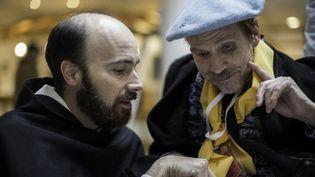 """Un prètre et un pèlerin dans """"Lourdes"""" deThierry Demaizière, Alban Teurlai (Mars Films)"""