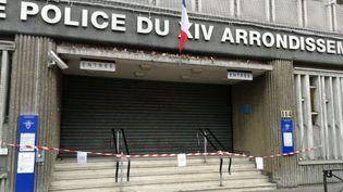 L'entrée du commissariat central du 14e arrondissement de Paris est restée fermée, le 19 décembre 2018. (ALLIANCE / FRANCE 3)