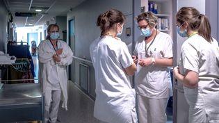 Des soignantes à l'hôpital de Perpignan(Pyrénées-Orientales), le 26 janvier 2021. (ARNAUD LE VU / HANS LUCAS / AFP)