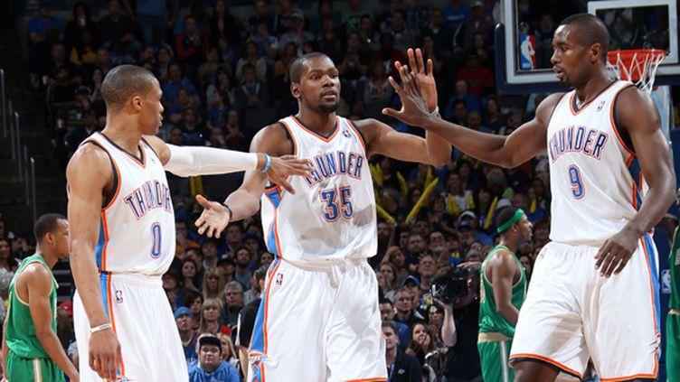 Russell Westbrook, Kevin Durant et Serge Ibaka  (LAYNE MURDOCH / NBAE / GETTY IMAGES)