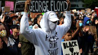 Les milliers de personnes manifestent contre le racisme et les violences policières le 31 mai à Vancouver, au Canada. (MERT ALPER DERVIS / ANADOLU AGENCY)