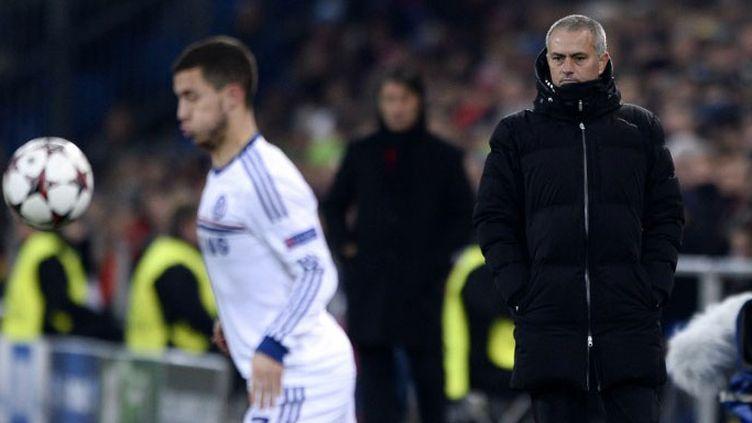 Eden Hazard sous les yeux de José Mourinho, l'entraîneur de Chelsea,