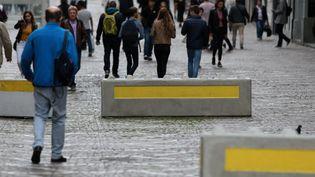 Le ville de Lille (Nord) a installé des blocs de béton pour empêcher d'éventuelles intrusion de véhicules (21 août 2017). (BAZIZ CHIBANE / MAXPPP)