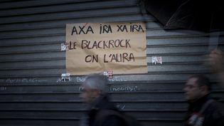 Une affiche lors de la manifestation parisienne du 17 décembre 2019 contre la réforme des retraites. (NICOLAS PORTNOI / HANS LUCAS / AFP)