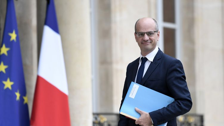 Le ministre de l'Education nationale, Jean-Michel Blanquer, le 24 mai 2017, sur le perron de l'Elysée à Paris, à l'occasion du Conseil des ministres. (STEPHANE DE SAKUTIN / AFP)