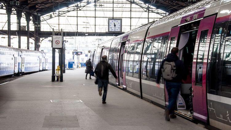 A la gare Saint-Lazare, à Paris, le 31 mars 2018. (DAVID SEYER / CROWDSPARK / AFP)