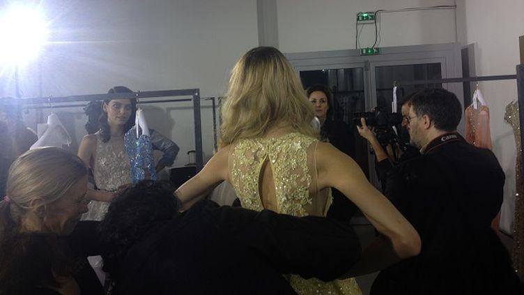 (Backstage à la Fashion Week,avant le défilé de Zuhair Murad © Nathalie Bourrus - RADIO FRANCE)