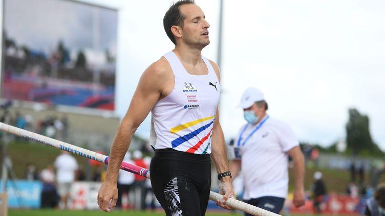 Renaud Lavillenie lors des championnats de France, à Angers, le 27 juin. (JOSSELIN CLAIR / MAXPPP)