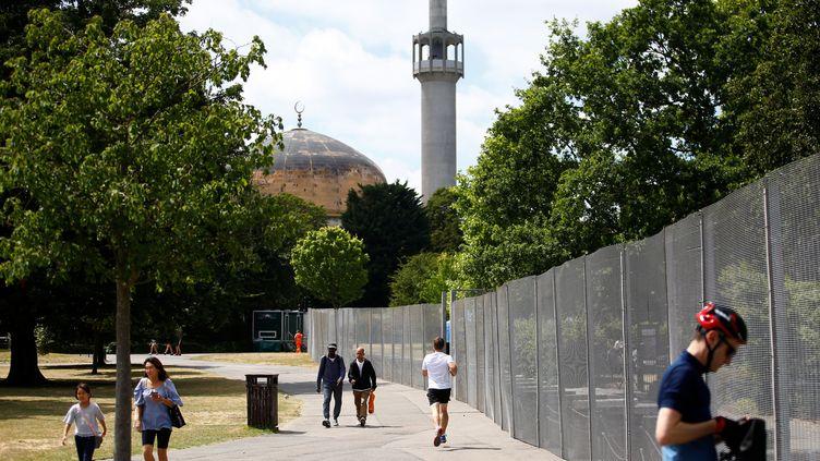 La mosquée de Regent's Park, ou mosquée centrale de Londres (Royaume-Uni), le 11 juillet 2018. (HENRY NICHOLLS / REUTERS)