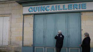 Des lieux semblent immuables en dépit du contexte actuel. C'est le cas de la quincaillerie de Mirambeau (Charente-Maritime), qui existe depuis 1876.  (France 3)