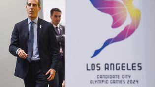 Le maire de Los Angeles, Eric Garcetti, arrive pour un oral devant les membres du CIO, le 11 juillet 2017, à Lausanne (Suisse). (SEBASTIEN BOZON / AFP)