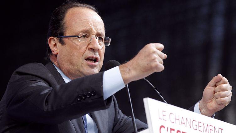 François Hollande en meeting à Bordeaux, jeudi 19 avril. (PATRICK KOVARIK / AFP)