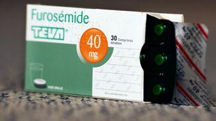 Une boîte de diurétique Furosémide des laboratoires Teva,le 9 juin 2013 à Paris. (LIONEL BONAVENTURE / AFP)