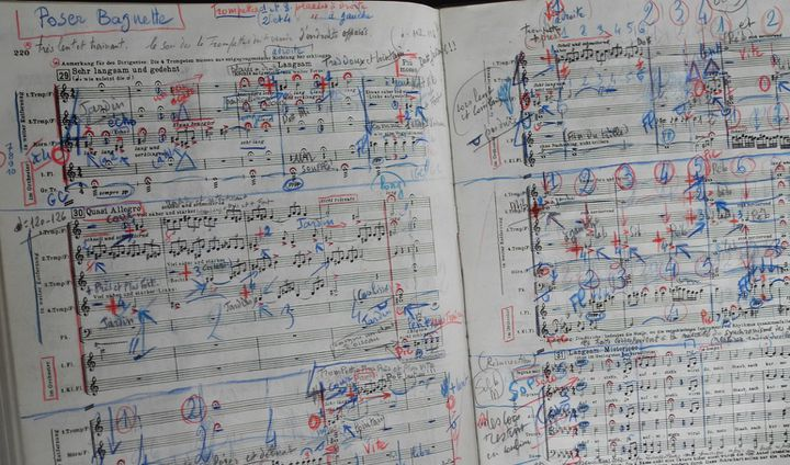 La partition de la 2e Symphonie de Malher annotée par Jean-Claude Casadesus.  (Lorenzo Ciavarini Azzi/Culturebox)