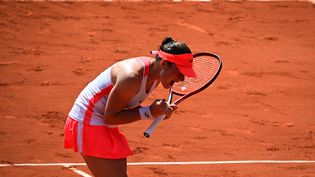 Tamara Zidansek après sa victoire face à Paula Badosa en quarts de finale de Roland-Garros mardi 8 juin 2021. (MARTIN BUREAU / AFP)