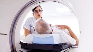 150 000 personnes meurent chaque année d'un cancer : c'est la première cause de mortalité en France. (BURGER / PHANIE / AFP)