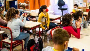L'école primaire Joseph Néo de la commune d'Elne dans les Pyrénées-Orientales, rentrée des classes avec la mise en place d'un protocole très strict le 26 avril 2021. (JC MILHET / HANS LUCAS / AFP)