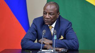 Le président guinéen et président de l'Union africaine, Alpha Condé, lors d'une conférence de presse avec Vladimir Poutine,dans la région de Moscou (Russie), le 28 septembre 2017. (ALEKSEY NIKOLSKYI / SPUTNIK / AFP)