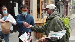 Paris : Ali, le dernier vendeur de journaux à la criée, rend son tablier (France 2)