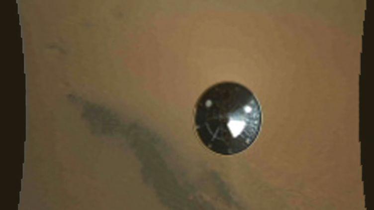 Le robot Curiosityse pose sur Mars, le 6 août 2012. (REUTERS)
