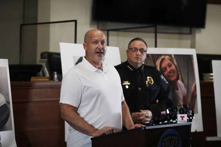 Le père de Gabby Petito, Joe Petito, prend la parole après la disparition de sa fille, le 16 septembre à North Port (Floride, Etats-Unis) (OCTAVIO JONES / GETTY IMAGES NORTH AMERICA)
