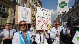 Manifestation des pharmaciens contre le projet de loi des professions réglementées, à Paris, le 30 septembre 2014. (CITIZENSIDE/PASCAL VANDON / CITIZENSIDE.COM)