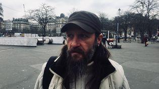 Ervé, sans-abri et tweetos, Place de la Nation à Paris en janvier 2018. (MATTHIEU MONDOLONI / FRANCEINFO)