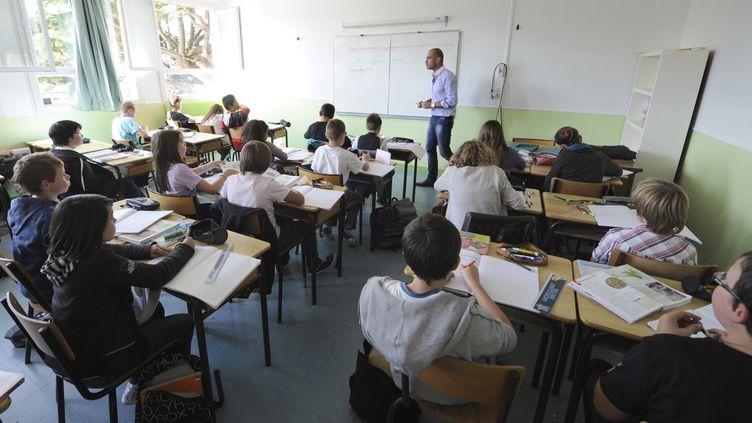 Les jeunes enseignants qui n'ont aucune expérience sont à la recherche de conseils. Certains vont faire face à des classes difficiles. (DAMIEN MEYER / AFP)