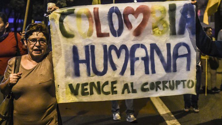 Une marche contre la corruption, le 18 août 2018 à Medellin en Colombie. (JOAQUIN SARMIENTO / AFP)
