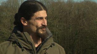 Sachka, fils du réalisateur Claude Lelouch, est désormais agriculteur en Normandie. (E. De Miniac / France Télévisions)