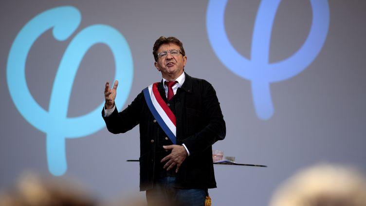 Jean-Luc mélenchon, leader de la France insoumise, lors d'un discours, place de la République, à Paris, le 23 septembre 2017. (GEOFFROY VAN DER HASSELT / AFP)