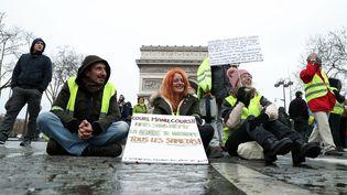 """Des """"gilets jaunes"""" lors de la manifestation à Paris, le 9 mars 2019. (KENZO TRIBOUILLARD / AFP)"""