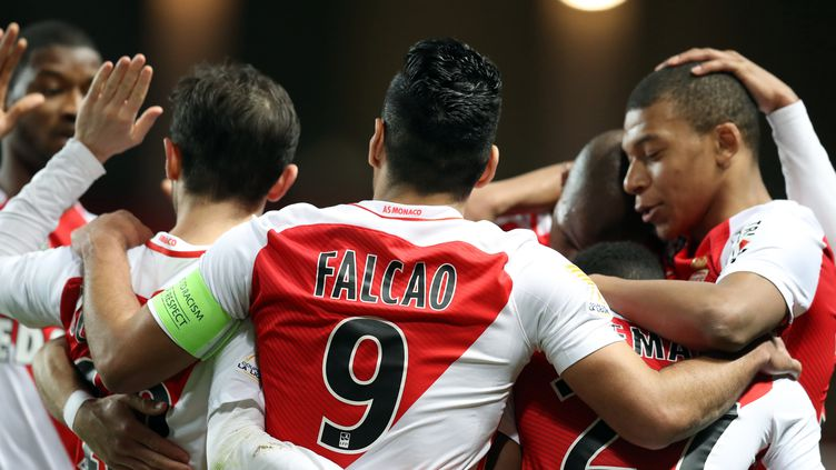 Radamel Falcao, l'attaquant de Monaco, buteur face à Nancy, en Coupe de la Ligue. (VALERY HACHE / AFP)