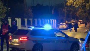 Attaque au couteau : le parquet antiterroriste saisi après le meurtre d'un professeur dans les Yvelines (FRANCEINFO)