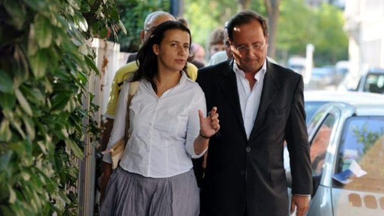 Cécile Duflot discute avec Francois Hollande, le 21 août 2008 lors des Journées d'été des Verts à Toulouse. (AFP)