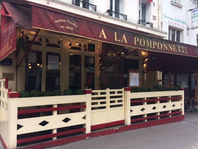 La Pomponnette, rue Lepic à Paris, ambassade de Groland, le 30 mars 2018. (ARIANE GRIESSEL / RADIO FRANCE)