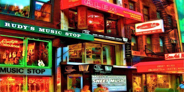 """3 magasins emblèmatiques du """"Music Row"""" : Rudy Music stop, Alex Accordions et Sam Ash Music  (DR)"""
