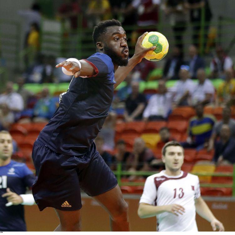 Luc Abalo, ailier de l'équipe de France, lors du match France-Qatar aux Jeux de Rio, le 9 août 2016. (BEN CURTIS/AP/SIPA / AP)