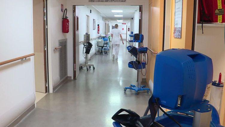 Le centre hospitalier de Dieppe.Les tests ont été renforcés pour tous les patients, et notamment aux urgences. (MAXPPP)