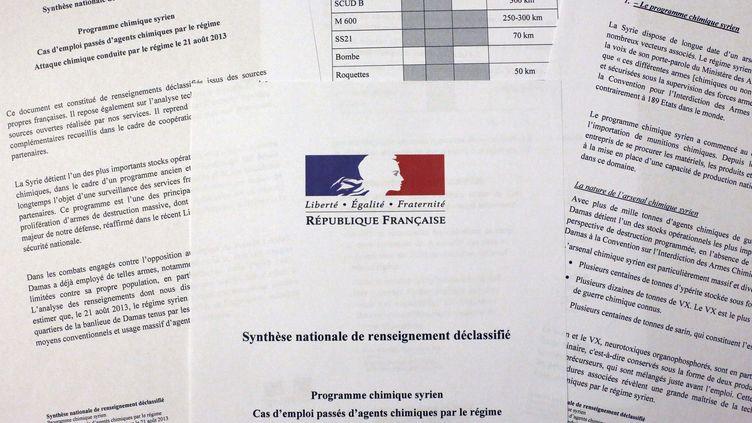 La note de synthèse sur l'arsenal chimique syrien déclassifiée par les renseignements français, photographiée le 2 septembre 2013 à Paris. (THOMAS COEX / AFP)