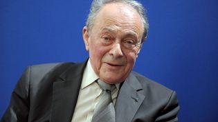 L'ancien Premier ministre, Michel Rocard, lors d'une conférence de presse à Paris, le 20 mars 2012. (ERIC PIERMONT / AFP)