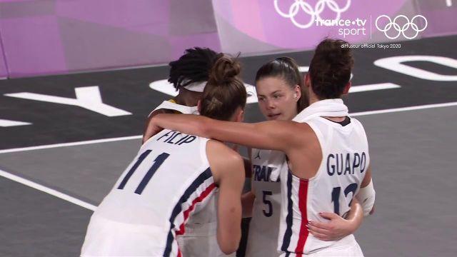 L'équipe de France tient bon dans cette fin de rencontre et l'emporte (17-14) face au Comité Olympique de Russie. Les Bleues gardent toutes leurs chances de se qualifier en quarts de finale.