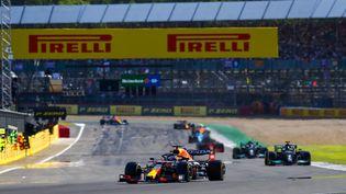 Max Verstappen va devoir contenir les Mercedes pour remporter une sixième victoire cette saison. (XAVI BONILLA)