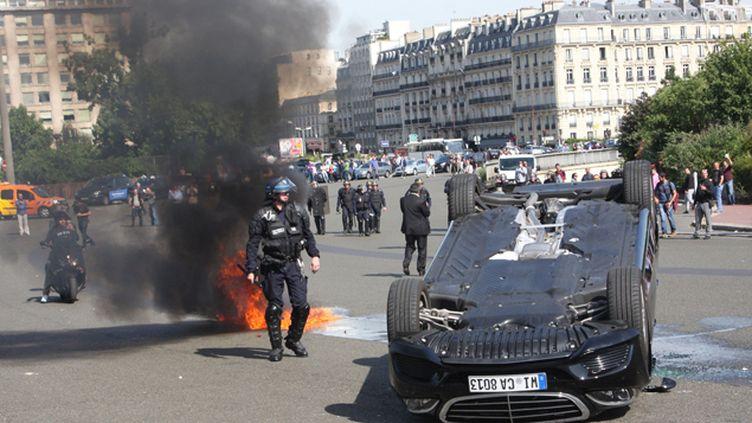 (La manifestation a surtout été violente à la Porte Maillot dans le nord-ouest de Paris © SEVGI/SIPA)