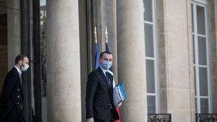 Le ministre délégué chargé des Comptes publics, Olivier Dussopt, le 4 novembre 2020 à la sortie du palais de l'Elysée, à Paris. (ARTHUR NICHOLAS ORCHARD / HANS LUCAS / AFP)