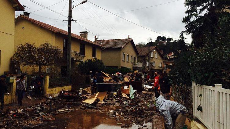 Les dégâts causés par les crues à Saint-Affrique (Aveyron), le 30 novembre. (STEPHANIE BOUSQUET / FRANCE 3 MIDI-PYRÉNÉES )