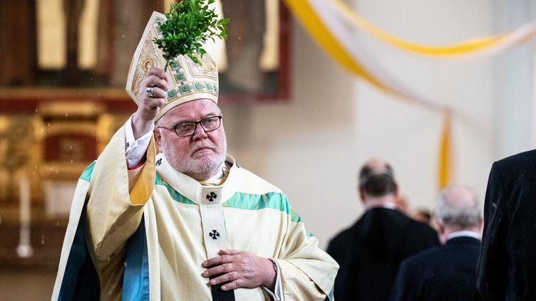 Le cardinal allemand Reinhard Marx, archevêque de Munich (Allemagne)lors d'une célébration religieuse, le 6 juin 2021. (MATTHIAS BALK / DPA / AFP)