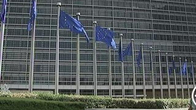 Migrants : la Commission européenne vient en aide à la France et à la Grande-Bretagne
