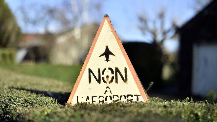 Le logo des opposants à l'aéroport de Notre-Dame-des-Landes, lors d'unemanifestation, samedi 9 janvier 2016, à Nantes (Loire-Atlantique). (LOIC VENANCE / AFP)
